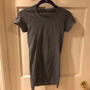 Short sleeve Lululemon tee shirt